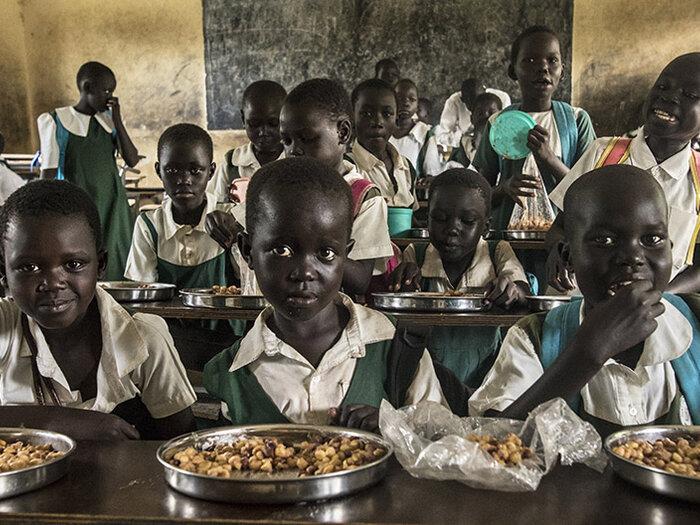 Barn spiser i skolen